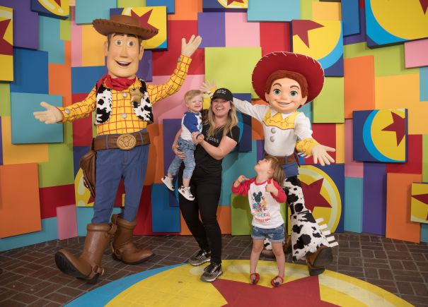 Kelly Clarkson Meets Woody