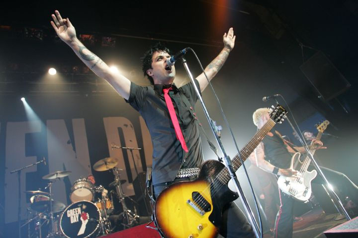 Green Day Perform 'American Idiot' For the First Time - September 16, 2004