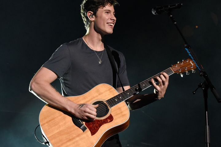 Shawn Mendes fell on stage during Sunday's performance