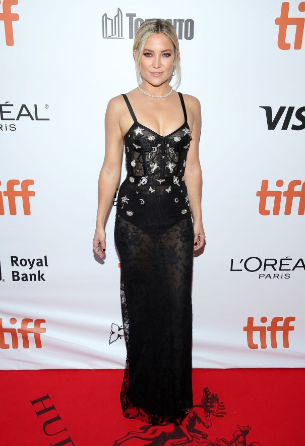 Kate Hudson Sparkles In Starry Night Lace Gown