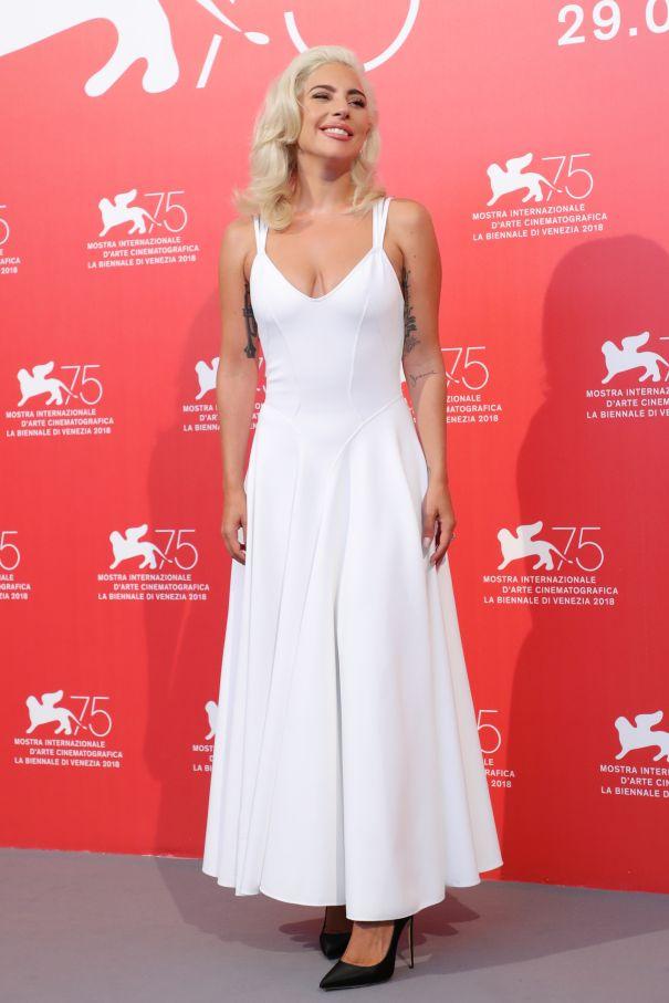 Gaga Is Marilyn Monroe-Inspired At Photocall
