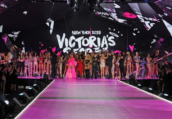 'Victoria's Secret Fashion Show Holiday Special'