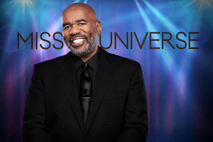 2018 MISS UNIVERSE®: Five-time Emmy® Award winner Steve Harvey returs as the host of the 2018 MISS UNIVERSE competition airing live from Bankock, Thailand on Sunday, Dec. 16 (7:00-10:00 PM ET live/PT tape-delayed) on FOX. © 2018 FOX Broadcasting. CR: Michael Becker / FOX.