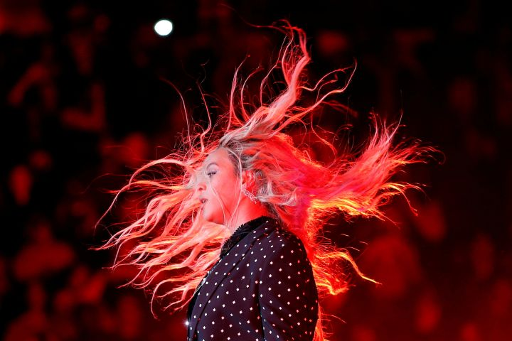 FILE PHOTO: Beyonce performs at a campaign concert for U.S. Democratic presidential nominee Hillary Clinton in Cleveland, Ohio, U.S. November 4, 2016.  REUTERS/Brian Snyder/File Photo