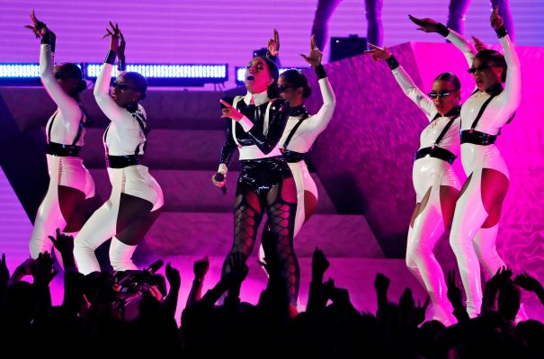 Janelle Monae Knocks Out The Crowd