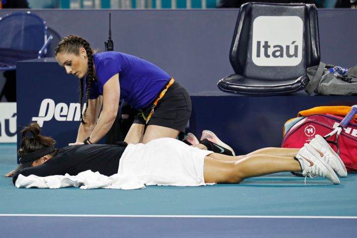 Bianca Andreescu of Canada receives treatment from WTA trainer Lauren Quinn during a medical timeout. Geoff Burke-USA TODAY Sports