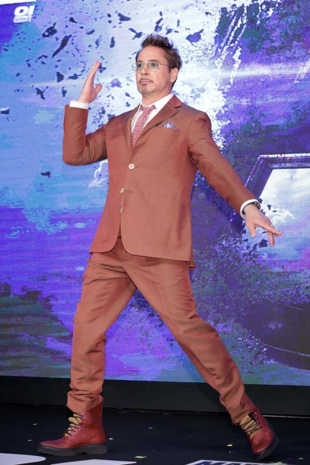 Robert Downey Jr. Dances On Stage In Seoul