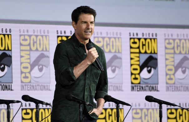 Tom Cruise Makes Surprise Comic-Con Visit