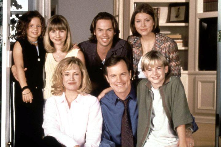 7th Heaven (top L-R): Mackenzie Rosman, Beverly Mitchell, Barry Watson, Jessica Biel, (bottom L-R): Catherine Hicks, Stephen Collins, David Gallagher