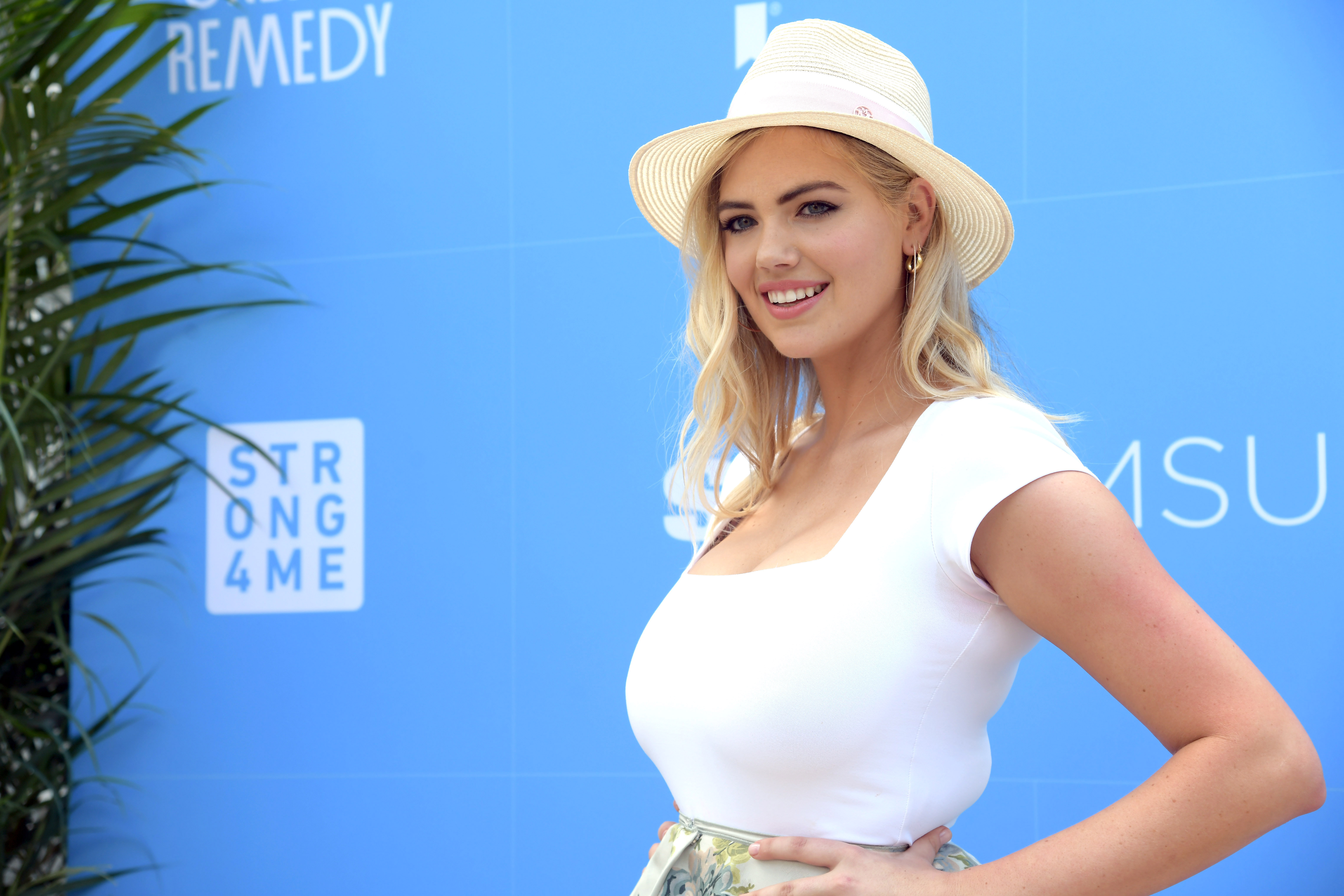 Kate Upton Wows In Unretouched Health Magazine Cover Calls It A Step Toward Embracing Real Life Etcanada Com