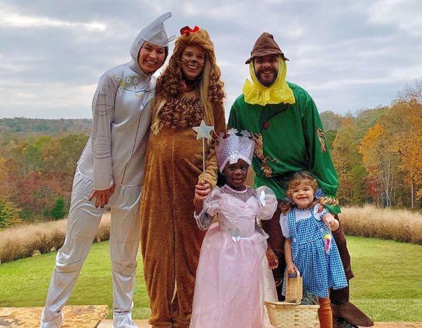 Thomas Rhett And Family Shut Down Halloween