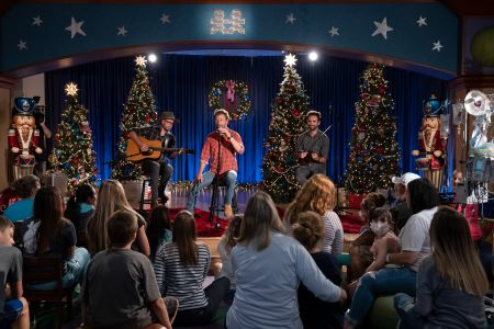 Who Was The Oldest Performer At The Cma Country Christmas 2020 Lady Antebellum, Chris Young And More 'CMA Country Christmas