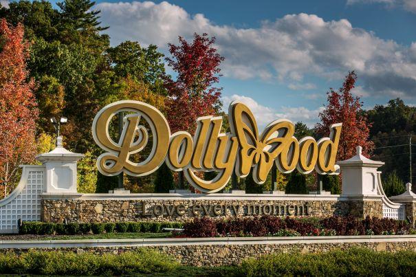 'Christmas At Dollywood'