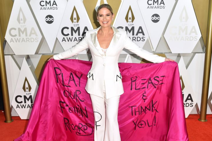 "Jennifer Nettles calls on the country music industry to play women's ""f***ing"" records in a Christian Siriano statement pantsuit on the CMA Awards red carpet."