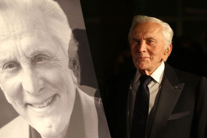 """Legendary Actor Kirk Douglas arrives at the SBIFF's 3rd Annual """"Kirk Douglas Award For Excellence in Film"""" on Oct. 2, 2008 in Santa Barbara, California.   Photo: Getty"""