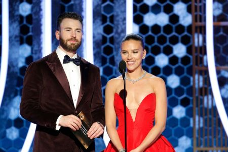 Scarlett Johansson Gets Help With Her Golden Globes Dress From Chris Evans In Off Camera Moment Etcanada Com