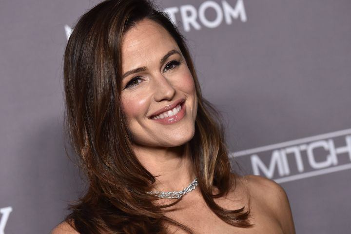 Jennifer Garner at the 2019 Baby2Baby Gala presented by Paul Mitchell held at 3Labs on November 9, 2019 in Culver City, CA.