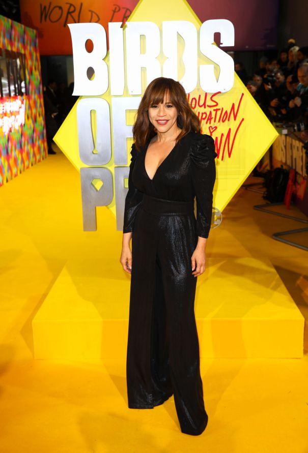 Rosie Perez Rocks The Yellow Carpet