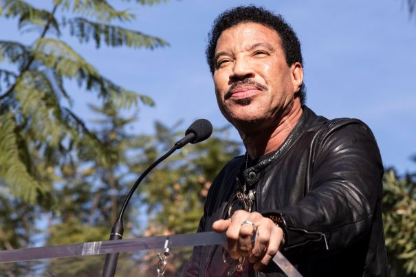 Lionel Richie Postpones Las Vegas Shows