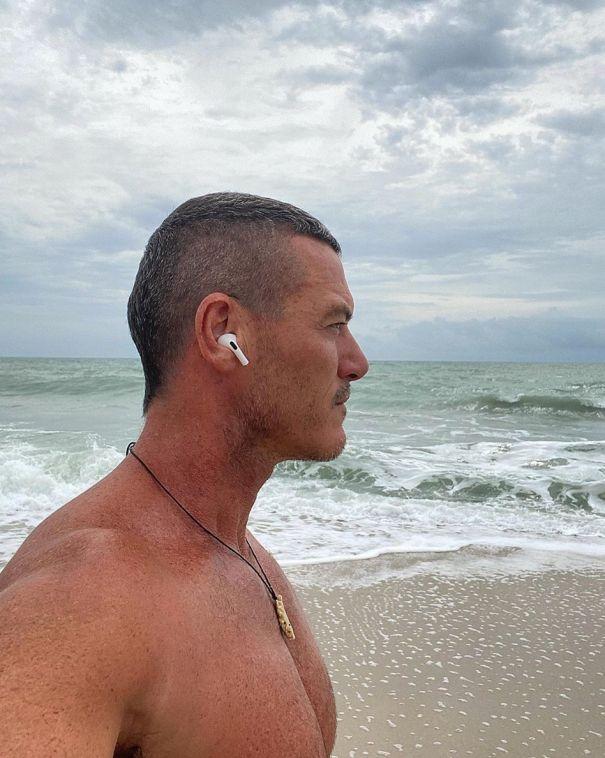 Luke Evans Poses Shirtless On The Beach