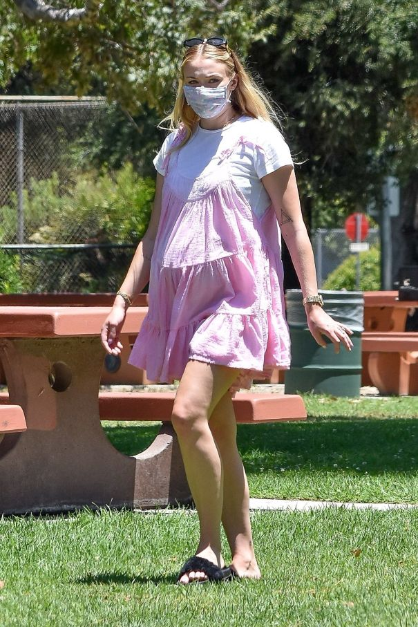 Sophie Turner Is Pretty In Pink At The Park