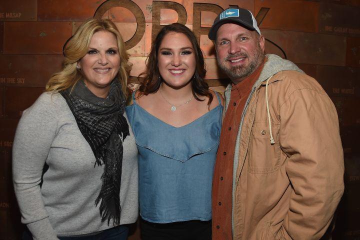 Allie Brooks with her stepmom Trisha Yearwood and dad Garth Brooks. Photo by Rick Diamond/Getty Images
