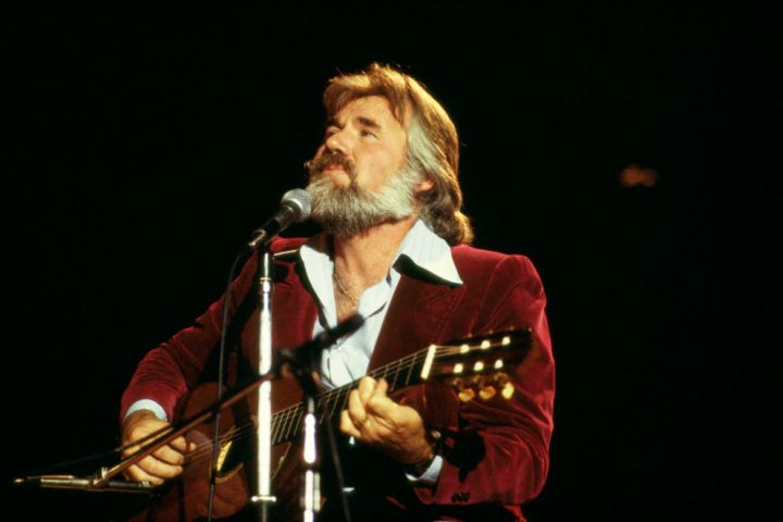 Kenny Rogers' Wife Shares Live Recording Of 'The Gambler' To Celebrate His Birthday - ETCanada.com