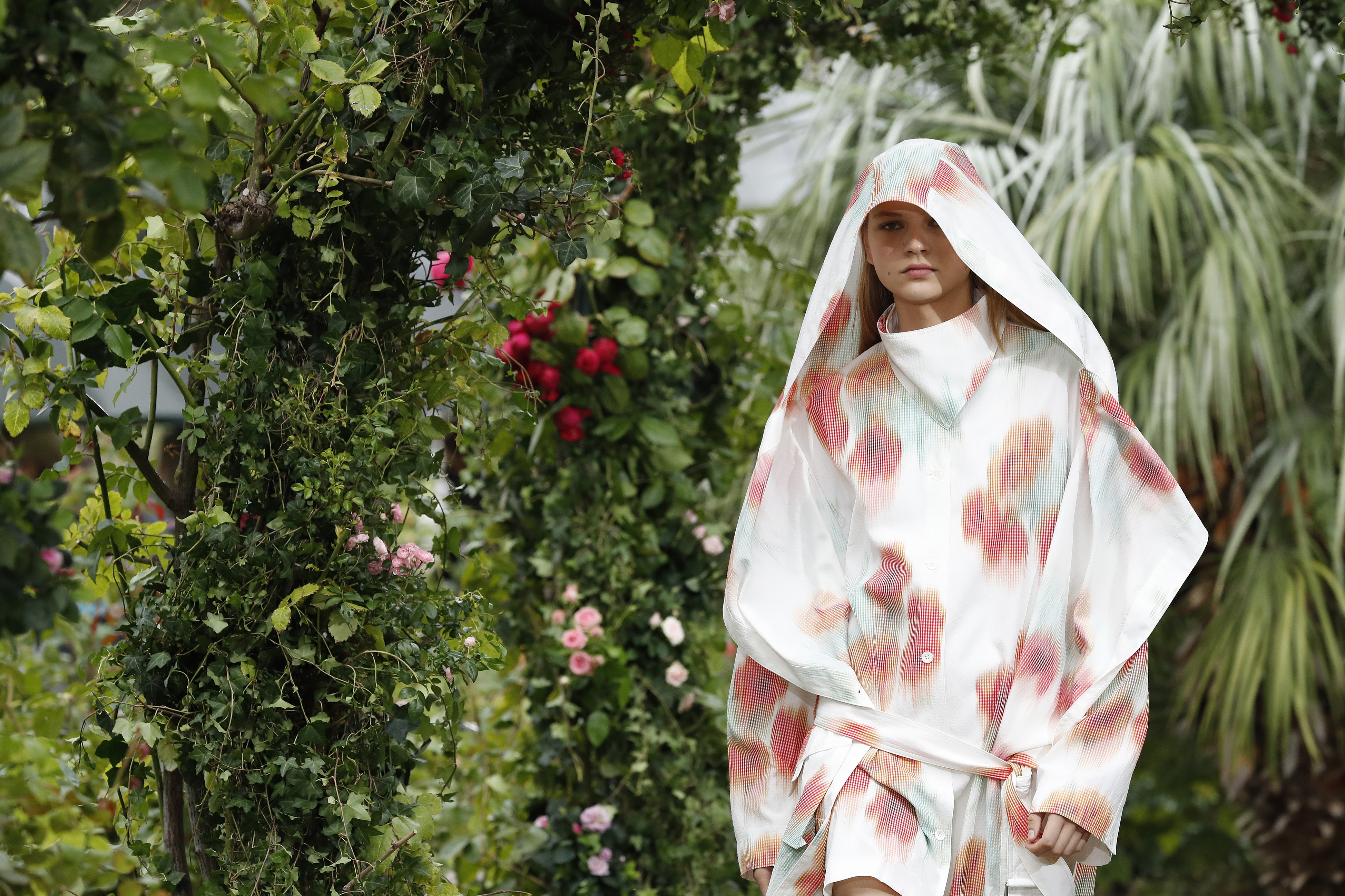 Kenzo Gets The Buzz At Bee-Themed Paris Fashion Week Show