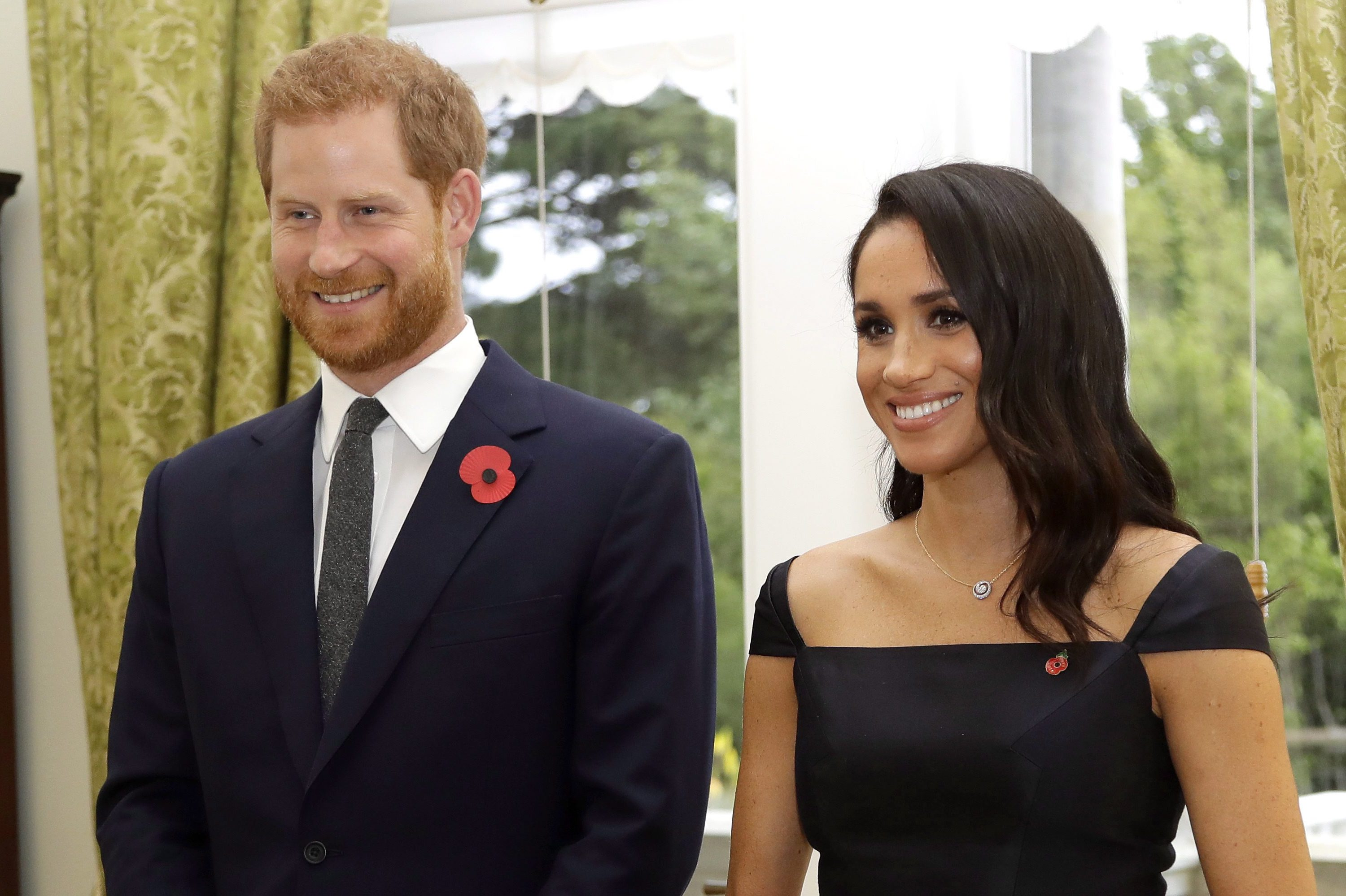 prince harry and meghan markle pose for new photo to mark time 100 talks special etcanada com prince harry and meghan markle pose for