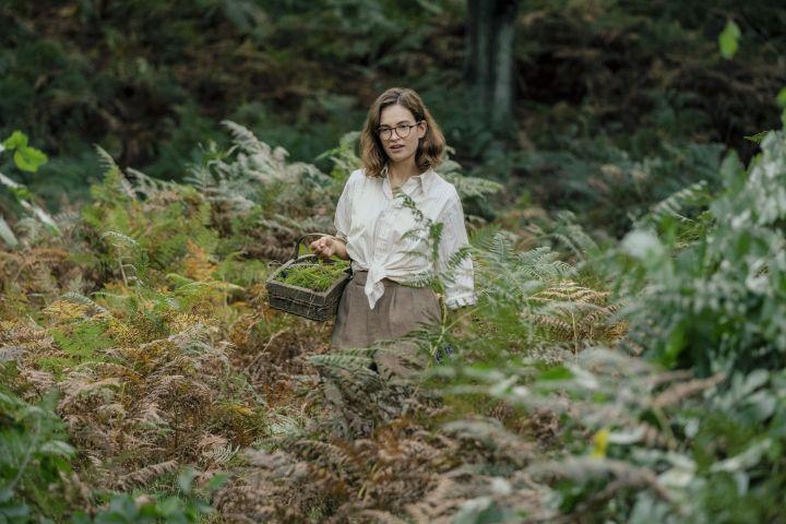 Photo: LILY JAMES as PEGGY PRESTON/Netflix