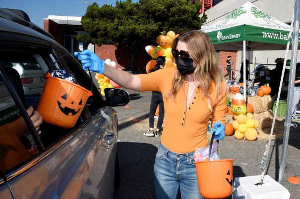 Ellen Pompeo Safely Hands Out Candy