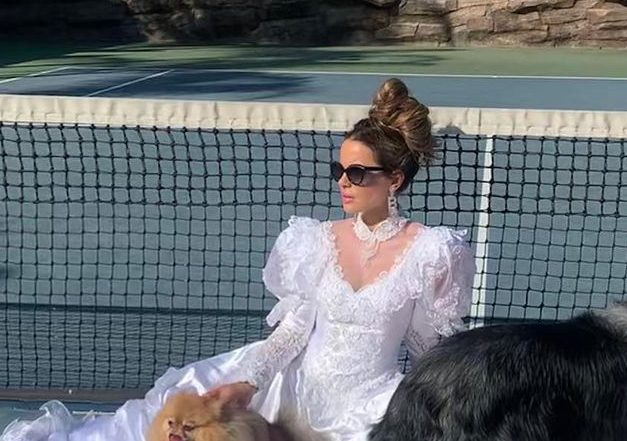Kate Beckinsale Delights Fans With Impromptu '80s Wedding Photoshoot