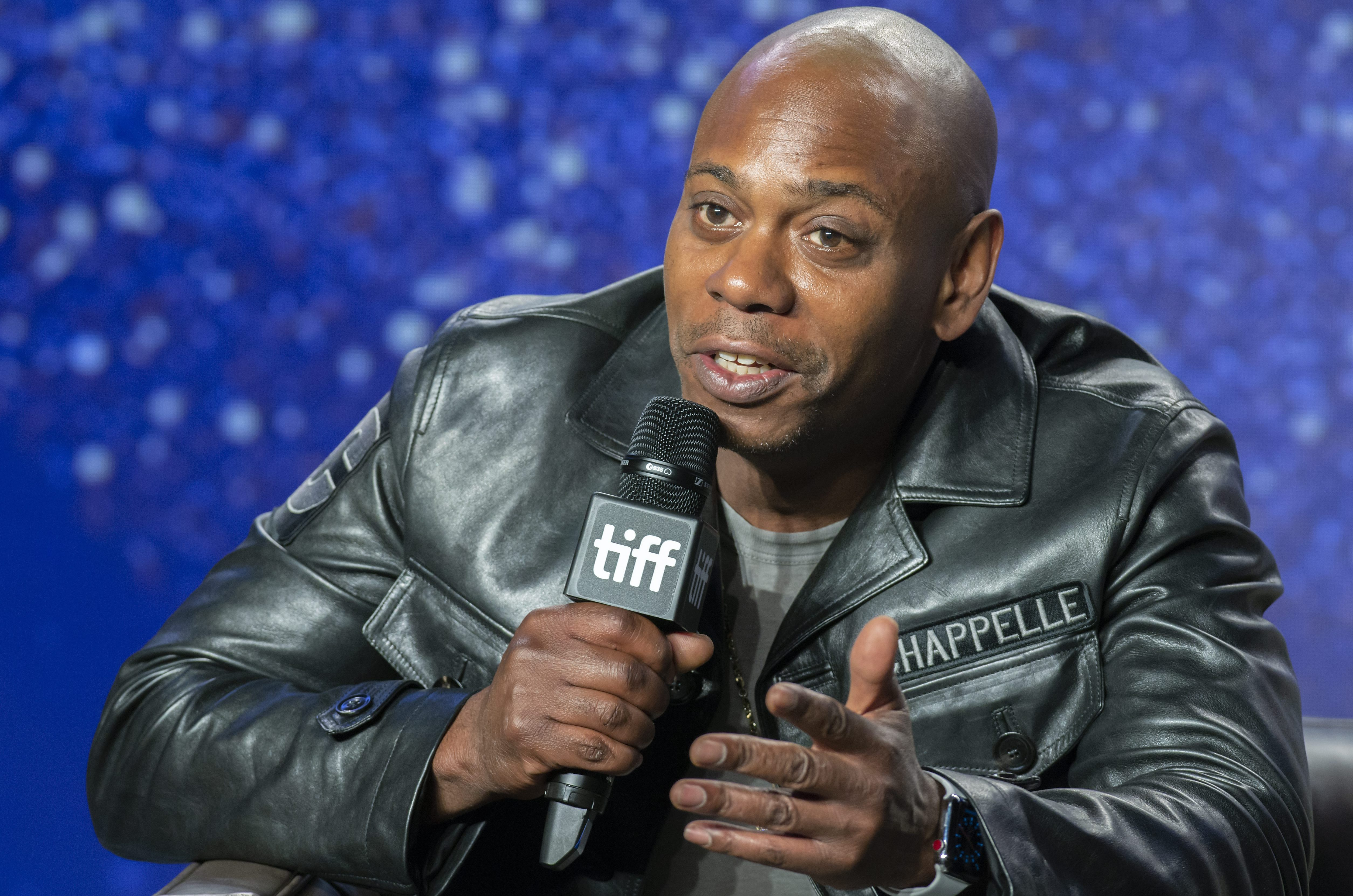 dave chappelle praises netflix for taking down episodes of chappelle s show etcanada com et canada