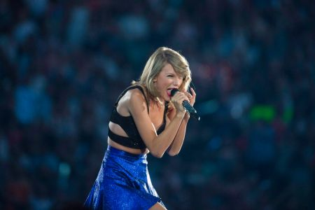 Taylor Swift Reveals She Has A 10 Minute Version Of All Too Well Etcanada Com