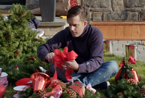 'Holiday Home Makeover With Mr. Christmas'