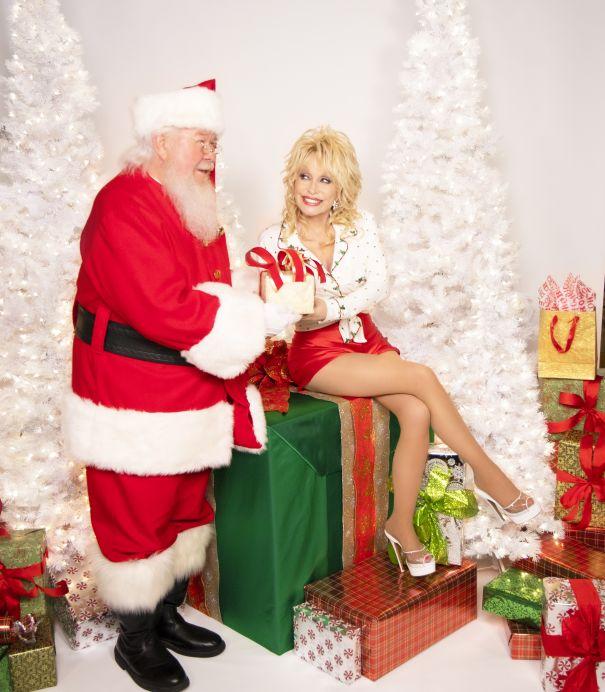 Dolly Parton Celebrates A 'Holly Dolly Christmas'
