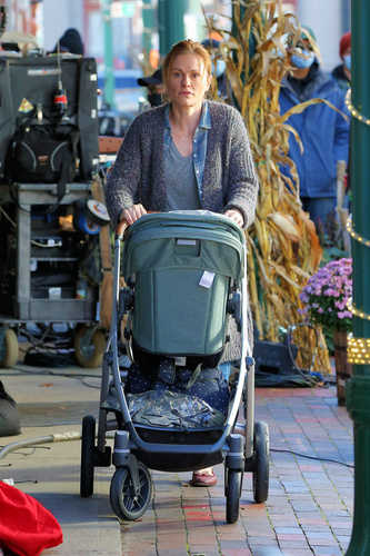 Anna Paquin Films 'Modern Love' In NYC