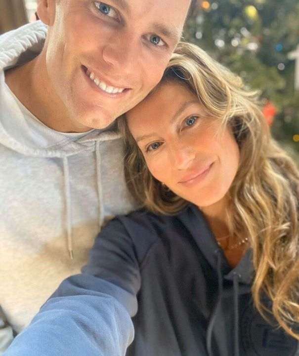 Gisele Bündchen And Tom Brady Say 'Merry Christmas' To Fans