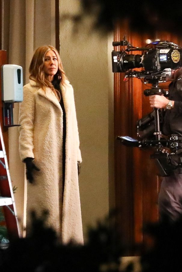 Jennifer Aniston Back On Set