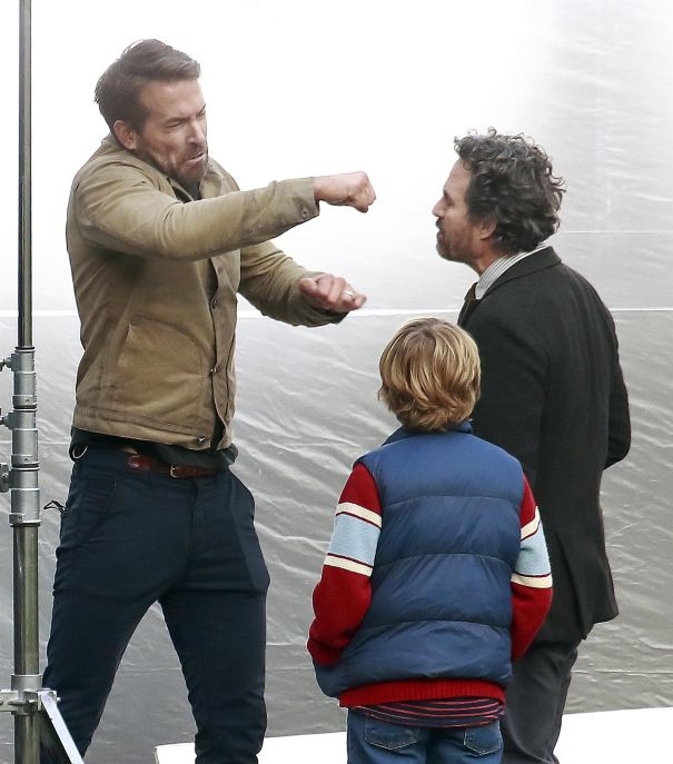 Ryan Reynolds Throws A Punch