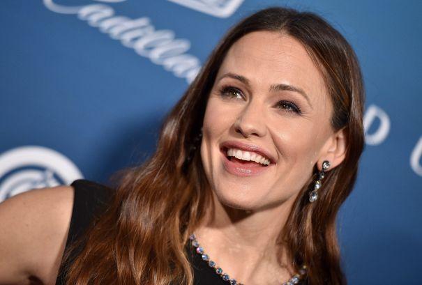 Jennifer Garner Swaps Bodies In 'Family Leave'