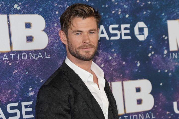 Chris Hemsworth Men In Black Premiere