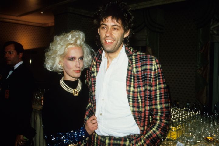 Singer Bob Geldof and his girlfriend Paula Yates on August 1985. (Photo by Georges De Keerle/Getty Images)