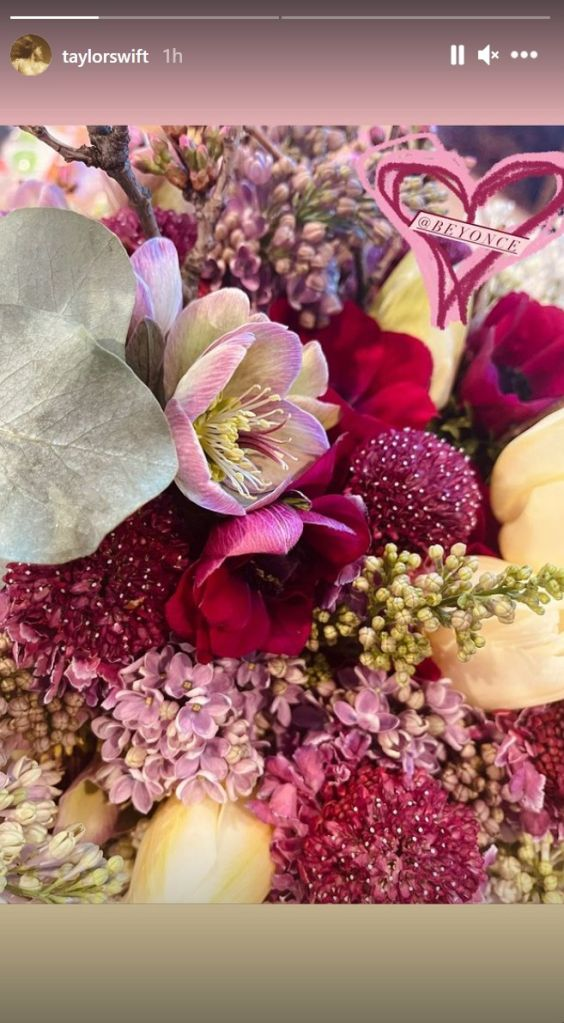 Taylor Swift's flowers from Beyonce