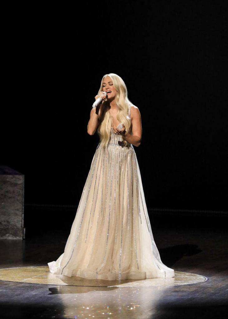 Carrie Underwood ACMs 2021