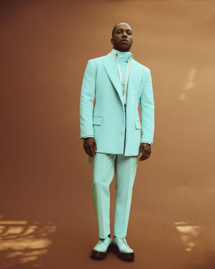 Leslie Odom Jr. didn't shy away from fun with this turquoise Valentino suit. Photo: Austin Hargrave/Austin Hargrave 2021 via Getty Images