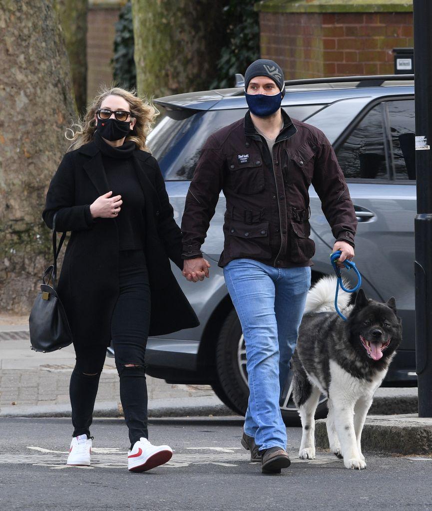 Henry Cavill with girlfriend – Photo: SplashNews.com
