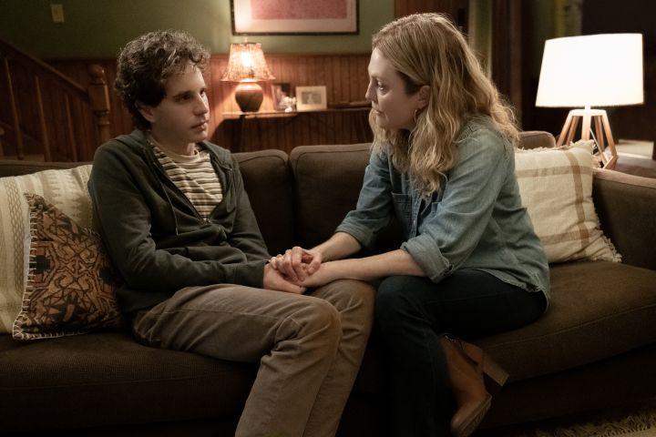 (from left) Evan Hansen (Ben Platt) and Heidi Hansen (Julianne Moore)- Universal Pictures