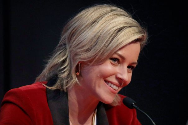 Elizabeth Banks To Direct And Star In 'Red Queen' Series