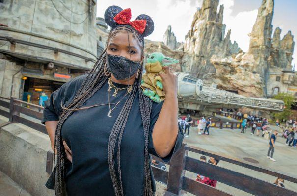 Lizzo Visits Disneyland's Star Wars: Galaxy's Edge